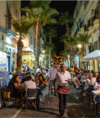 The neighborhood of La Viña is packed with open-air restaurants.CreditSebastian Modak The New York Times