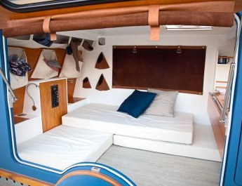 canape-mini-caravane-interieur-400x267