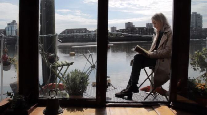 """New Travel Video : """"Life Afloat"""" – Houseboat Life On Thames River, England"""