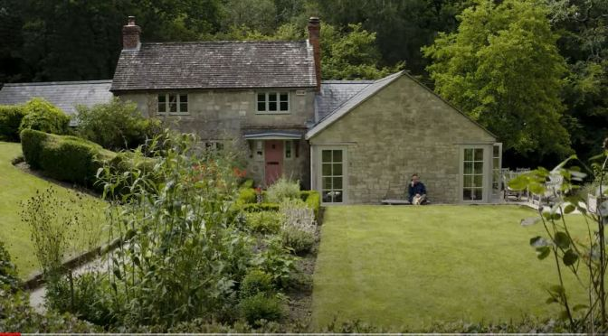 "English Country Houses: ""Another Country"" CEO Paul de Zwart's 'Hideaway' Home In Dorset (Video)"