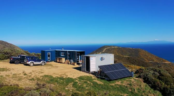 "INNOVATIVE HOMES: ""OFF-THE-GRID CONTAINER HOME"" IN NEW ZEALAND (VIDEO)"