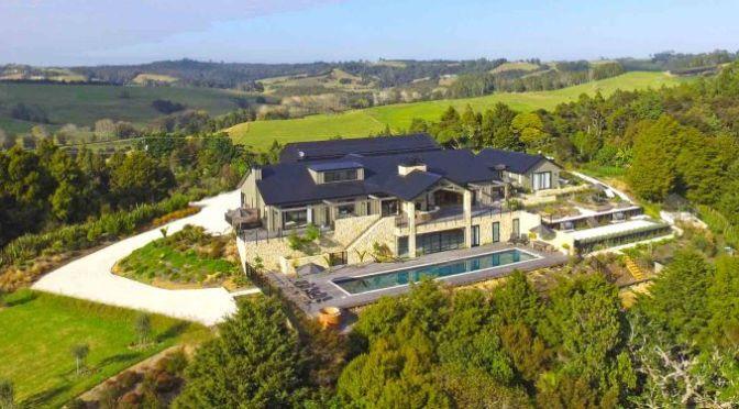 "Travel & Architecture Video: New Zealand Eco-Lodge ""Te Arai"" (2020)"