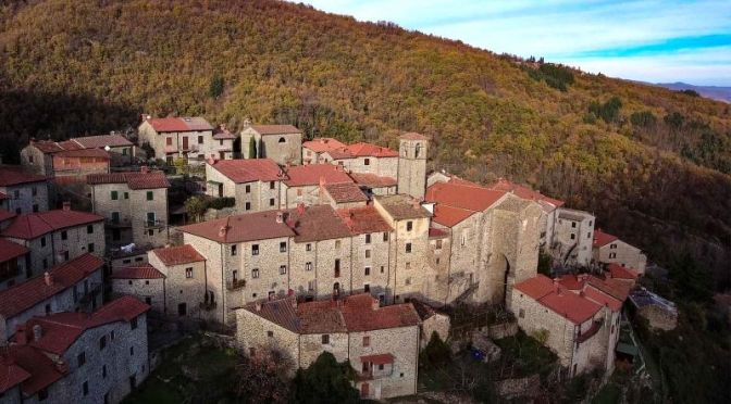 Walking Tours: 'Raggiolo' In Tuscany, Italy (Video)