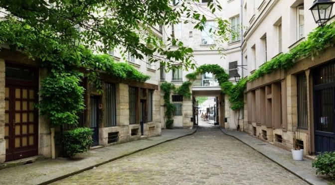 Top Walks: 'Cour Damoye' & 11th Arrondissement In East Paris, France (Video)