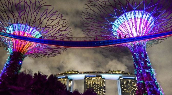Walking Tours: 'Gardens By The Bay And Light Show' In Singapore (HD Video)