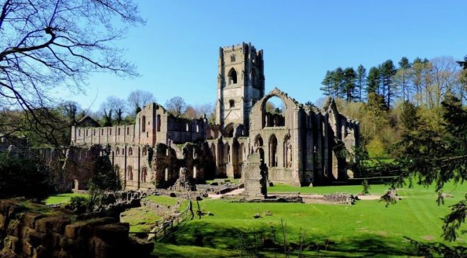 Tours: 'Fountains Abbey, North Yorkshire, UK'