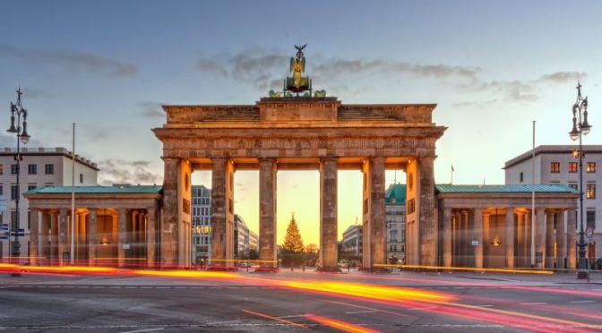 Walks: 'Brandenburg Gate, Berlin, Germany' (4K Video)