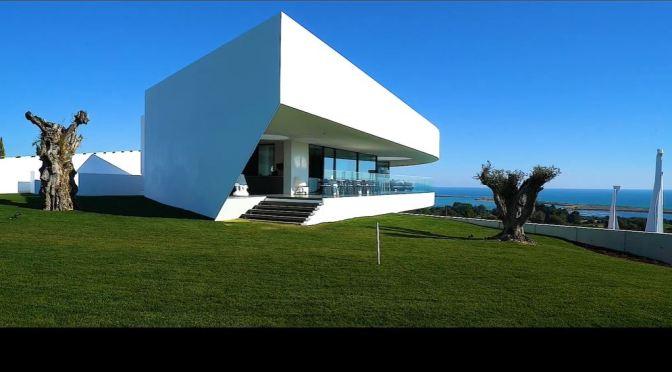 Architectural Tour: Casa Voluta, Lagos, Portugal