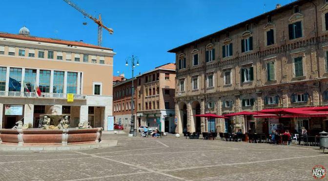 Walking Tour: Pesaro – Northeastern Italy (4K)