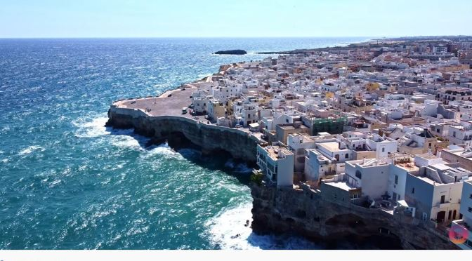 Walking Tour: Polignano A Mare, Southern Italy (4K)