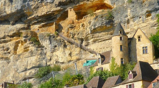 Cliff Home Tour: La Roque Gageac In France (Video)