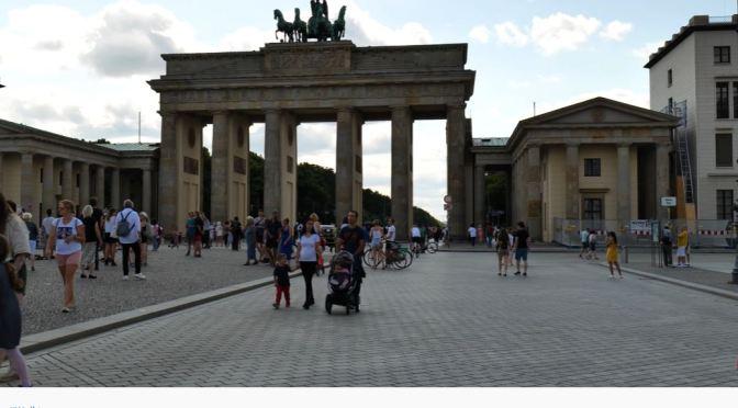 Walks: Brandengurg Gate, Berlin, Germany (4K)