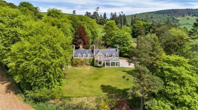 Scottish Country Houses: Ardhuncart In Alford