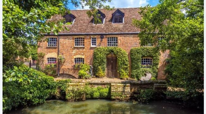 English Country Homes: The Old Watermill In Clophill, Bedfordshire