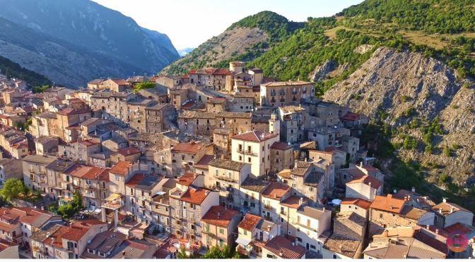 Village Walks: Villalago – Central Italy (4K Video)
