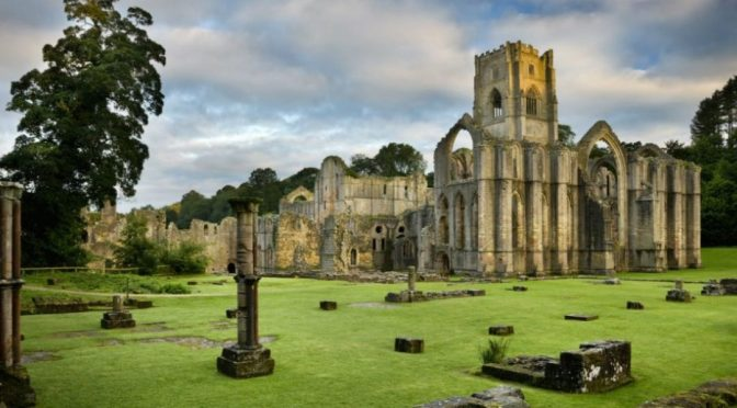 Walks: Fountains Abbey In North Yorkshire, England
