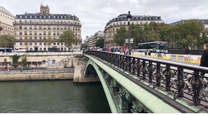 Paris Walks: The Quai de Gesvres & Louvre Museum